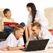 Family with laptop — Foto Stock