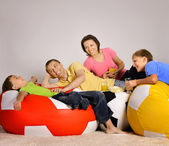 Family watching tv, drinking and eating — Stock Photo