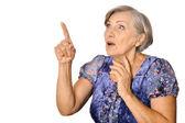 Ältere Frau zeigen — Stockfoto