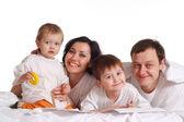 Piękne kaukaski szczęśliwą rodzinę czterech — Zdjęcie stockowe