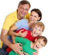 Schattig familie in heldere t-shirts — Stockfoto