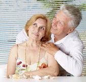 Positive old couple at the resort — Stock Photo