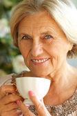 Donna di bere il tè — Foto Stock