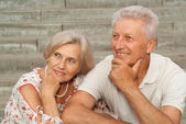 Beautiful elderly couple in the city — Stock Photo