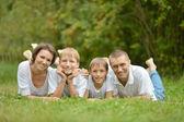 Famiglia nel parco — Foto Stock