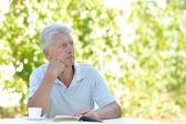Knappe oudere man — Stockfoto