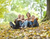 Veselá čtyřčlenná rodina — Stock fotografie