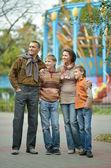 счастливая семья из четырех человек — Стоковое фото