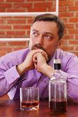 Muž dostane opilý — Stock fotografie