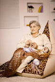 Senior woman knitting — Stok fotoğraf