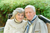 Elderly couple in park — Stock Photo