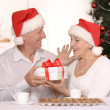 Mature couple celebrating new year — Stock Photo