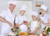 Aile için yemek — Stok fotoğraf