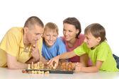 Rodina hrát šachy — Stock fotografie