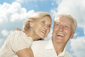 Tops elderly couple went for a walk — Stock Photo