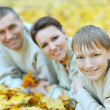 Happy family in park — Stockfoto