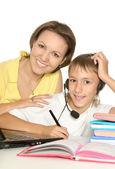 Mãe e filho estudando juntos — Foto Stock
