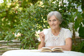 Woman reading at table — Stock Photo