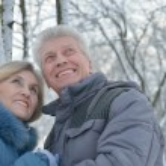 Пожилые супружеские пары, в зимний период — Стоковое фото