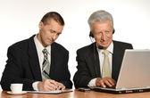 Zaměstnanci s notebookem — Stock fotografie