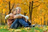 Dedesi, doğa ile mutlu torun — Stok fotoğraf