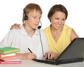 Mãe e filho estudando juntos — Fotografia Stock