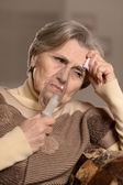 Elderly woman making inhalation — Stockfoto