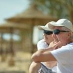 Amusing elderly couple on a beach — Stock Photo