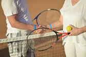 Pareja senior jugando al tenis — Foto de Stock