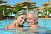 Senior couple in a pool — Stock fotografie