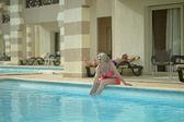 Senior couple at pool — Stock Photo