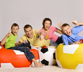 Family of four watching tv — Stock Photo
