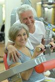 老夫妇俩在健身房 — 图库照片