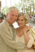 Senior couple at shopping mall — Stockfoto