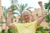 Elderly man at tropic resort — Stock Photo