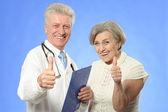 Oudere vrouw kwam naar de dokter — Stockfoto