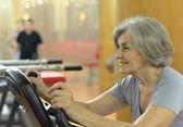 Senior woman in gym — Stock Photo
