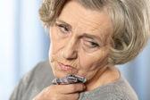 Chory starsza kobieta — Zdjęcie stockowe
