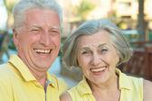 Liefdevolle ouderling paar — Stockfoto