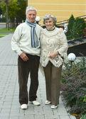 Mature couple walking — Stock Photo
