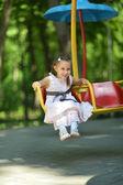 Portret dziewczyny na plac zabaw dla dzieci — Zdjęcie stockowe