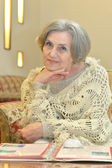 Elderly woman reading — Stock Photo