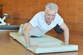 Senior man in gym — Stock Photo