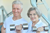 Elderly couple in   gym — Stockfoto