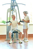 Elderly couple in gym — Stock Photo