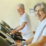 Senior couple in gym — Stock Photo #48944369