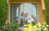 Senior couple resting at the resort — Stockfoto