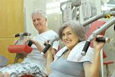 Senior Couple Exercising In gym — Стоковое фото