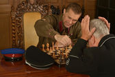 General playing chess with clever soldier — Foto de Stock