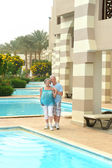 Senior couple relaxing near the pool — Stock Photo